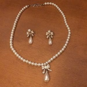 Jewelry - Pearl earrings and necklace set